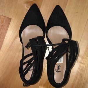 Gently worn black 1in heels